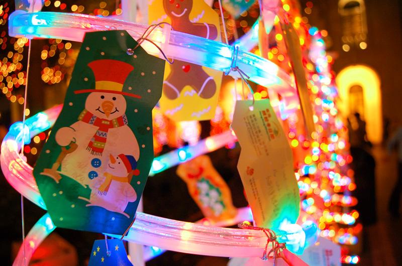 http://images4.fotop.net/albums2/angcat/Christmas_2005_/DSC_1582_a.jpg