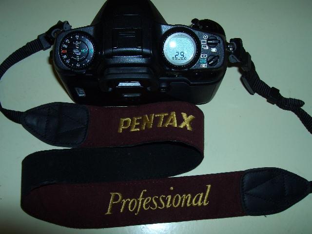有人知道這條背帶是pentax生產的嗎?